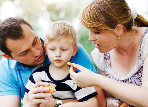 parents trying to get child to eat